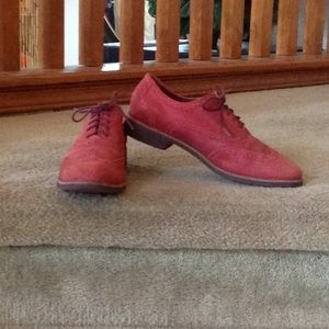 COLE HAAN Red Suede Wingtip Loafers.  Sz 9B